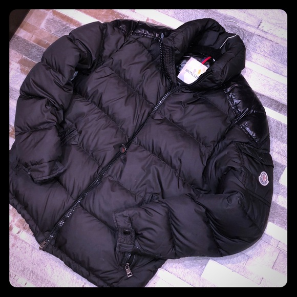 a7f91023b Moncler black woman's puffer jacket size small (2)